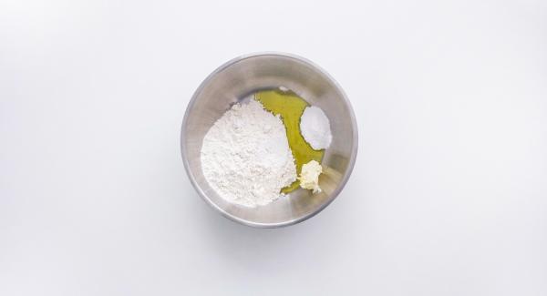 En un bol amplio, mezclar todos los ingredientes.
