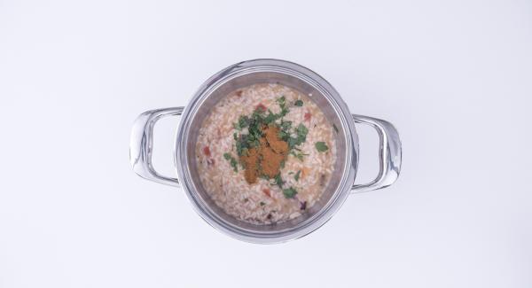 Picar el perejil con el Quick Cut y agregarlo al risoto, junto con un poco de aceite y guindilla en polvo. Mezclar bien y servir.