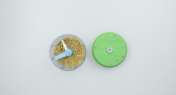 Picar las nueces finamente con el Quick Cut.