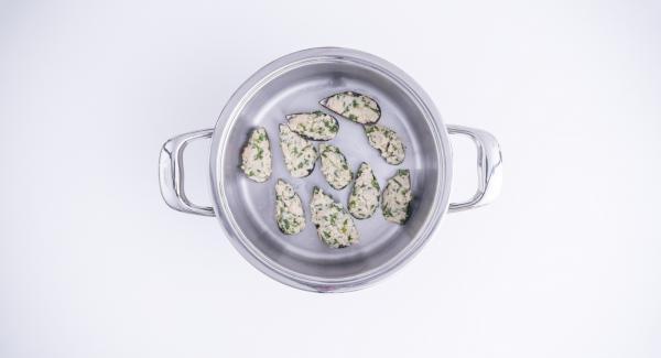 Poner la olla en su tapa invertida. Colocar el Navigenio en modo de horno (poniéndolo invertido encima de la olla) y ajustar a temperatura baja. Cuando el Navigenio parpadee en rojo/azul, introducir 10 minutos en el Avisador (Audiotherm) y gratinar hasta que esté dorado.