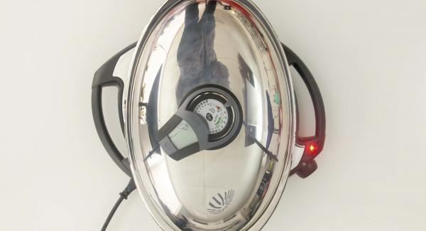 """Cuando el Avisador (Audiotherm) emita un pitido al llegar a la ventana de """"chuleta"""", bajar temperatura de Navigenio (nivel 2) introducir las albóndigas, tapar y colocar el Avisador (Audiotherm) en el símbolo de """"chuleta""""."""