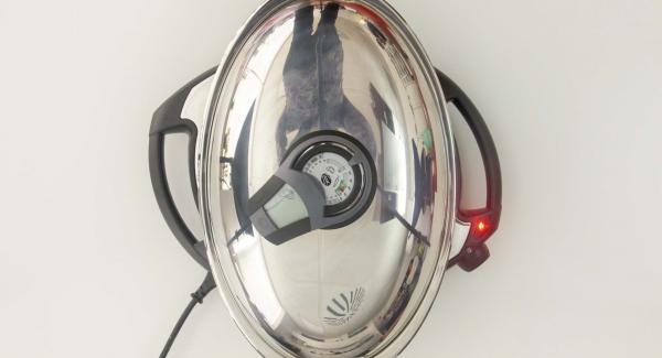 Al alcanzar los 90 °C, desenroscar el pomo (Visiotherm). Asar las albóndigas por completo unos 15 minutos.