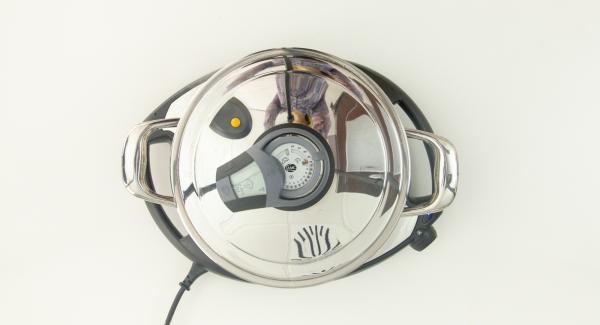 Cuando el Avisador (Audiotherm) emita un pitido al finalizar el tiempo de cocción, destapar y añadir la albahaca picada.