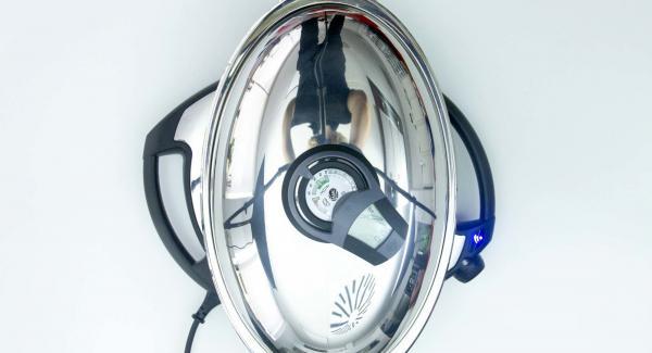 """Voltear los muslos. Seleccionar la función (A) en el Navigenio encender el Avisador (Audiotherm), introducir 15 minutos de tiempo de cocción. Colocarlo en el pomo (Visiotherm) y girar hasta que aparezca el símbolo de """"Zanahoria""""."""