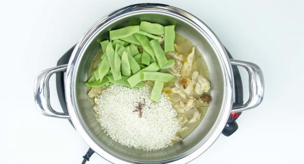 """Cuando el Avisador (Audiotherm) emita un pitido al llegar a la ventana de """"chuleta"""", añadir el arroz, el azafrán y las judías verdes."""