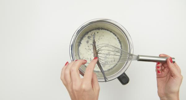 Colocar la olla en el Navigenio a temperatura máxima (nivel 6) y llevar a ebullición. Retirar la olla y sacar la vaina de vainilla.