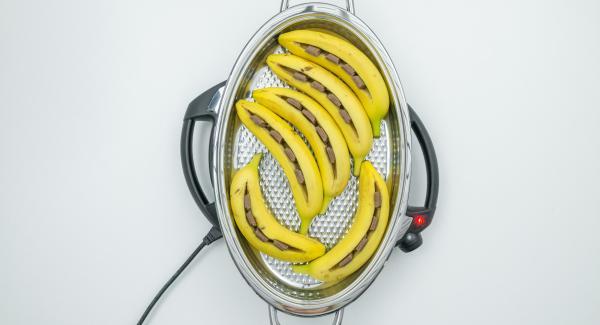 """Cuando el Avisador (Audiotherm) emita un pitido al llegar a la ventana de """"chuleta"""", bajar temperatura de Navigenio (nivel 4) insertar los plátanos con la abertura hacia arriba y tapar."""