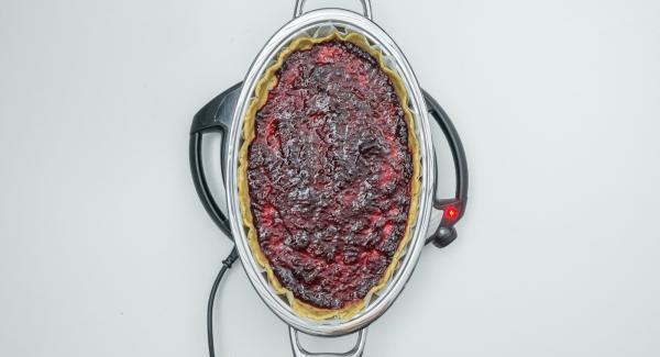 """Cuando el Avisador (Audiotherm) emita un pitido al llegar a la ventana de """"chuleta"""", bajar temperatura del Navigenio (nivel 1) colocar la masa sobre el papel de horno, cubrir con mermelada, colocar encima las tiras de masa en forma de rombo y tapar."""