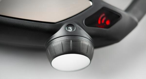 """Colocar la olla tapada en el Navigenio a temperatura media (nivel 3). Encender el Avisador (Audiotherm), colocarlo en el pomo (Visiotherm) y girar hasta que se muestre el símbolo de """"chuleta""""."""