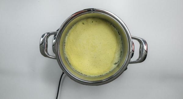 Cuando el Avisador (Audiotherm) emita un pitido al finalizar el tiempo de cocción, retirar y dejar enfríar el pastel.