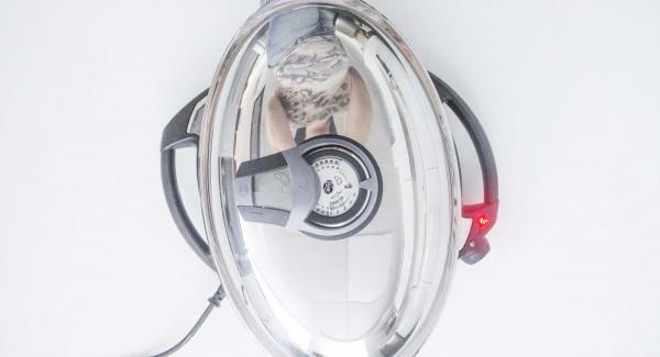 """Cuando el Avisador (Audiotherm) emita un pitido al llegar a la ventana de """"chuleta"""", destapar, colocar las brochetas en la Oval Grill y volver a tapar. Colocar el Avisador (Audiotherm) en el pomo (Visiotherm) y girar hasta que se muestre nuevamente el símbolo de """"chuleta""""."""