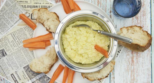 Sazonar al gusto con sal y pimienta, tapar y dejar macerar durante al menos 1 hora.