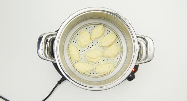 Retirar el Accesorio Súper-Vapor y mantener las albóndigas de pescado calientes.