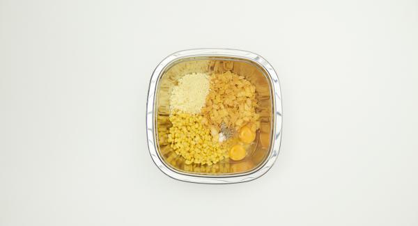 Escurrir el maíz y mezclar bien con el resto de los ingredientes.