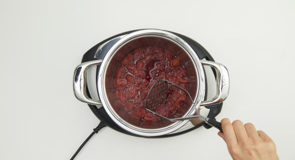 Al final del tiempo de cocción, triturar finamente y dejar enfriar.