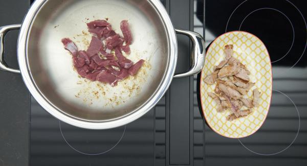 """Cuando el Avisador (Audiotherm) emita un pitido al llegar a la ventana de """"chuleta"""", bajar la temperatura y. freír la carne ppr porciones y reservar."""