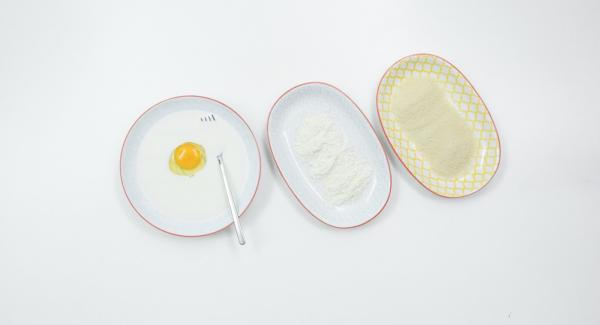 Triturar los cereales en un mortero, batir el huevo y mezclarlo con la leche.