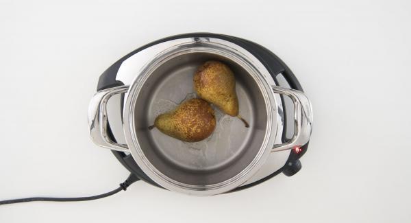Cuando el Avisador (Audiotherm) emita un pitido al finalizar el tiempo de cocción, destapar y retirar las peras.