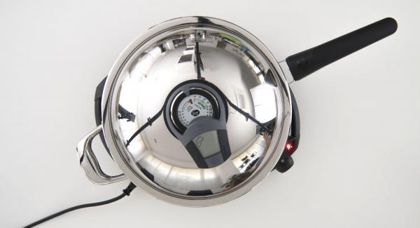 """Verter el aceite en la sartén. Colocarla en el Navigenio a temperatura máxima (nivel 6). Encender el Avisador (Audiotherm), colocarlo en el pomo (Visiotherm) y girar hasta que se muestre el símbolo de """"chuleta""""."""
