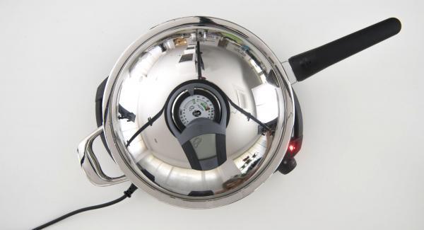 """Cuando el Avisador (Audiotherm) emita un pitido al llegar a la ventana de """"chuleta"""", bajar temperatura de Navigenio (nivel 4), meter las albóndigas en la sartén. Tapar y volver a colocar el Avisador (Audiotherm) en la posición """"chuleta""""."""