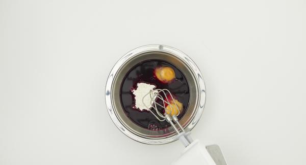 Mezclar todos los ingredientes hasta formar una masa fina y dejar reposar unos 30 minutos.
