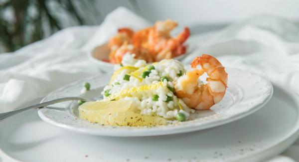 Añadir el queso parmesano, el aceite de oliva y sazonar al gusto.