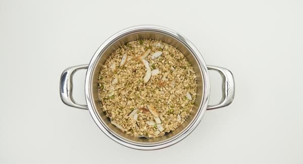 Retirar el muesli de la olla, dejar que se enfríe completamente y envasar herméticamente.