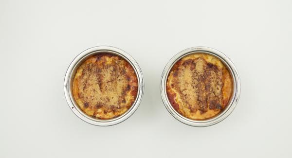Sacar los canelones del horno y dejar reposar 10 minutos antes de servir.