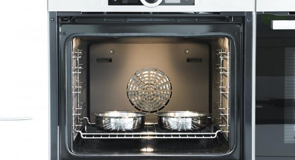 Hornear en la rejilla inferior del horno durante 25 minutos.