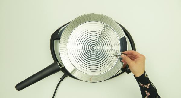 Colocar la oPan XL en Navigenio a nivel 6 hasta alcanzar la temperatura ideal para freír.