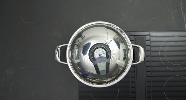 """Colocar la olla en el fuego a temperatura máxima. Encender el Avisador (Audiotherm), colocarlo en el pomo (Visiotherm) y girar hasta que se muestre el símbolo de """"chuleta""""."""