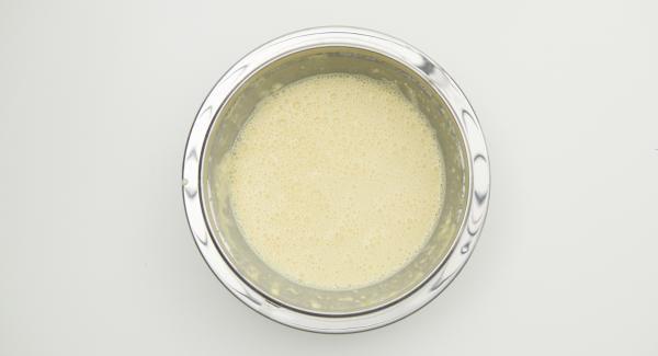 Mezclar todos los ingredientes de la masa y dejar reposar durante 30 minutos.
