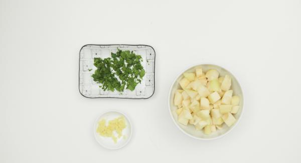 Pelar las peras y cortarlas en dados. Picar el cilantr, pelar y rallar el jengibre.