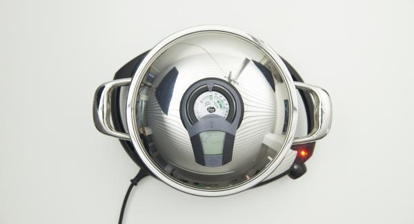 """Colocar la olla en el Navigenio a temperatura máxima nivel 6. Encender el Avisador (Audiotherm), colocarlo en el pomo (Visiotherm) y girar hasta que se muestre el símbolo de """"chuleta""""."""