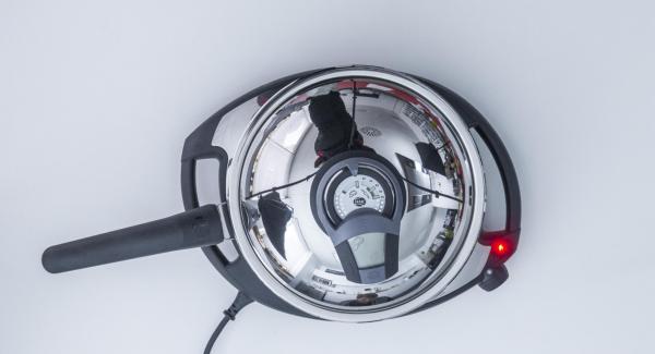 """Incorporar el aceite en la sartén y colocar en el Navigenio a temperatura máxima (nivel 6). Encender el Avisador (Audiotherm), colocarlo en el pomo (Visiotherm) y girar hasta que se muestre el símbolo de """"chuleta""""."""