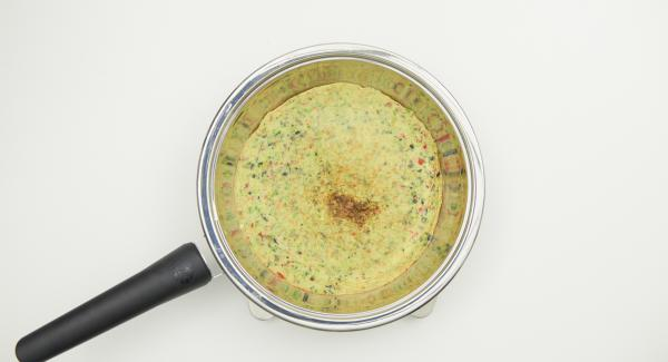 Colocar HotPan en una superficie resistente al calor, colocar Navigenio encima y hornear la Frittata durante 3 minutos utilizando el calor residual.