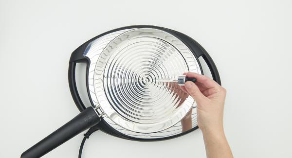 Colocar la oPan en el Navigenio a temperatura máxima nivel 6, calentar hasta alcanzar la temperatura ideal para freír.