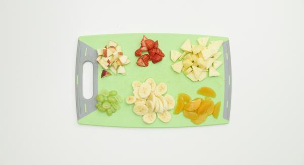 Introducir toda la fruta en el Combi Bowl de 24cm.