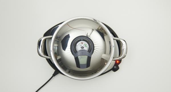 """En cuanto el Audiotherm Plus emita un pitido al llegar a la ventana """"chuleta"""", colocar el Accesorio Súper-Vapor, con la trucha y volver a colocar la tapa."""