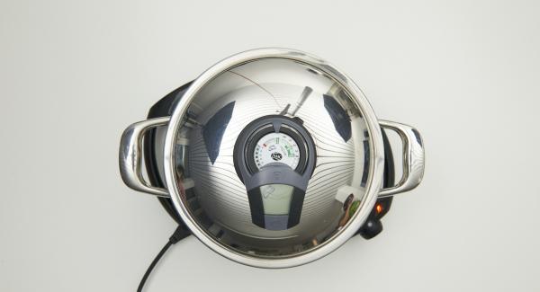 """Colocar la olla en el Navigenio y poner a temperatura máxima, nivel 6. Encender Audiotherm Plus, colocarlo en el pomo (Visiotherm) girar hasta que aparezca el símbolo de """"chuleta""""."""