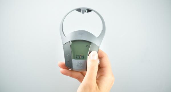 """Tapar con la Tapa Súper-Vapor (EasyQuick). Colocar la olla en el Navigenio y seleccionar la función """"A"""". Introducir 4 minutos de tiempo de cocción en el Avisador (Audiotherm) y girar hasta que aparezca el símbolo de """"vapor""""."""