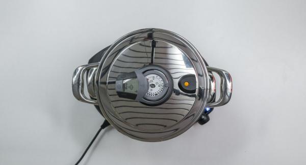 """Colocar una olla en el Navigenio y seleccionar la función """"A"""", encender el Avisador (Audiotherm), introducir 8 minutos de tiempo de cocción. Colocarlo en el pomo (Visiotherm) y girar hasta que aparezca el símbolo de """"vapor""""."""