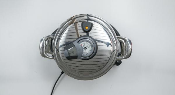 """Colocar una olla en el Navigenio y seleccionar la función """"A"""", encender el Avisador (Audiotherm), introducir 10 minutos de tiempo de cocción. Colocarlo en el pomo (Visiotherm) y girar hasta que aparezca el símbolo de """"vapor""""."""