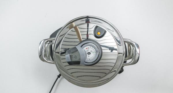 """Seleccionar la función  """"A"""" en el Navigenio, encender el Avisador (Audiotherm) e introducir 1 minutos de tiempo de cocción. Colocarlo en el pomo (Visiotherm) y girar hasta que aparezca el símbolo de """"vapor""""."""