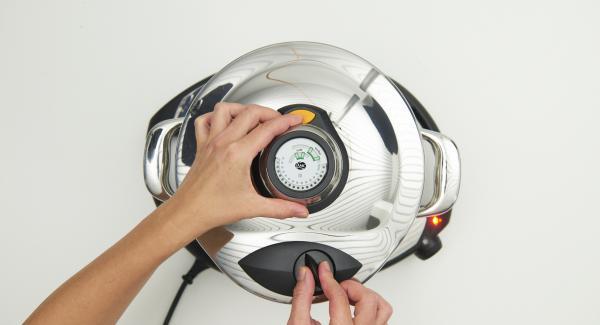 """Tapar con la Tapa Rápida (Secuquick Softline). Ajustar el Navigenio a la función  """"A"""". Introducir 1 minuto de tiempo de cocción en el Avisador (Audiotherm) y girar hasta que aparezca el símbolo de """"soft""""."""