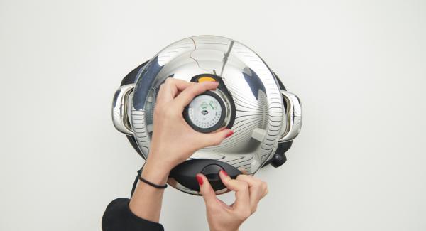 """Colocar la olla con la Tapa Rápida en el Navigenio y seleccionar la función """"A"""". Introducir 2 minutos de tiempo de cocción en el Avisador (Audiotherm), colocarlo en el pomo (Visiotherm) girar hasta que aparezca el símbolo de """"soft""""."""