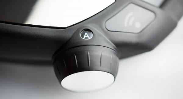 """Tapar con la Tapa Rápida (Secuquick Softline) de 20 cm. Colocar una olla en el Navigenio y seleccionar la función  """"A"""", encender el Avisador (Audiotherm), introducir 8 minutos de tiempo de cocción. Colocarlo en el pomo (Visiotherm) y girar hasta que aparezca el símbolo de """"turbo""""."""
