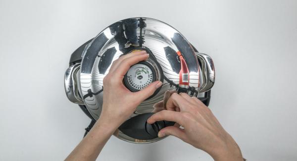 """Tapar con la Tapa Rápida (Secuquick softline). Seleccionar la función """"A"""" en el Navigenio, encender el Avisador (Audiotherm), introducir la opción """"P"""" de tiempo de cocción. Colocarlo en el pomo (Visiotherm) y girar hasta que aparezca el símbolo de """"soft""""."""