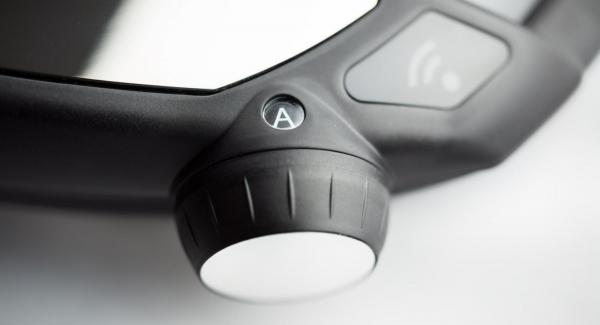 """Tapar el Wok, ajustar el Navigenio en la función """"A"""". Encender el Avisador, introducir 1 minuto de tiempo de cocción. colocar en el pomo y girar hasta que se muestre el símbolo de """"zanahoria""""."""