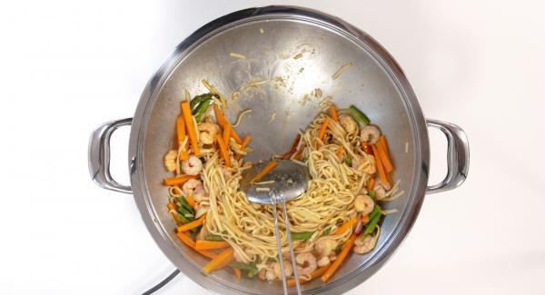 Cuando el Avisador emita un pitido al finalizar el tiempo de cocción. Remover, sazonar y servir.